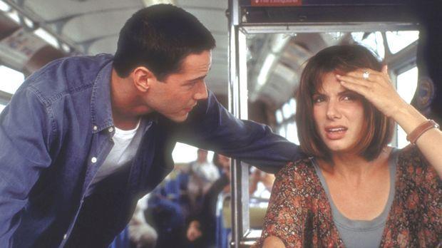 Gemeinsam mit dem Polizisten Jack Traven (Keanu Reeves, l,) sucht Annie (Sand...
