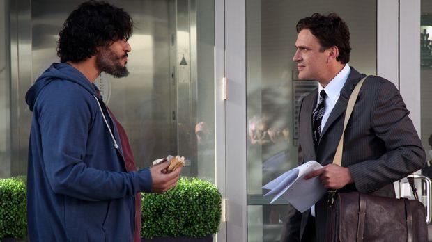 Marshall (Jason Segel, r.) empfiehlt seinen alten College-Freund Brad (Joe Ma...