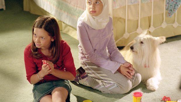 Ruthie (Mackenzie Rosman, l.) soll zusammen mit ihrer neuen Freundin Yasmine...