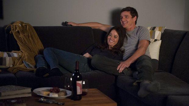 Sind glücklich miteinander: Teresa Lisbon (Robin Tunney, l.) und Marcus Pike...