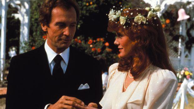 (2. Staffel) - Der schönste Tag im Leben von Vickie (Rose Jamie, r.) und Nick...