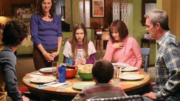 Frankies Schwester Janet (Molly Shannon, 2.v.l.) will Frankie (Patricia Heato...