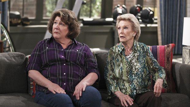 Carols Tante Louise (Cloris Leachman, r.) kommt für eine Woche aus Arizona zu...