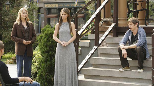Melinda (Jennifer Love Hewitt, 2.v.r.) versucht zwischen dem Geist von Amy Wa...
