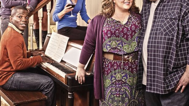 (5. Staffel) - MIKE & MOLLY: Samuel (Nyambi Nyambi, hinten l.), Carl (Reno Wi...