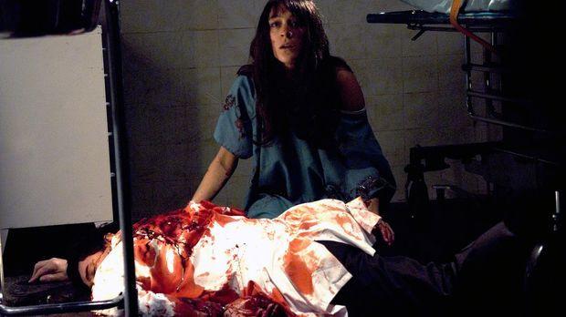 Sofia (Erica van Briel, oben) ahnt nicht, dass sie bei ihrem mörderischen Tre...