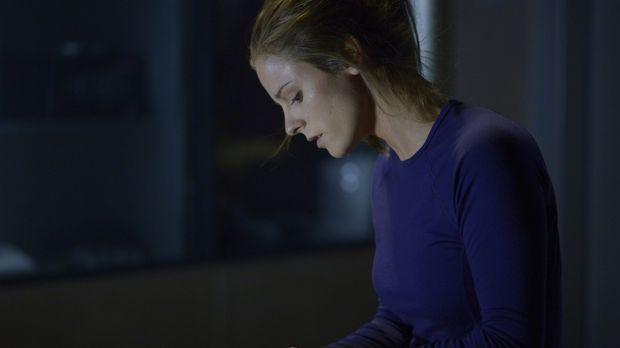 Sarah (Jordan Hayes) zeigt schwere Symptome, doch von welcher Krankheit? © 20...