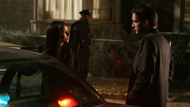 Bei Elena (Roselyn Sanchez, l.) kommt es zu einem Vermisstenfall in der eigen...