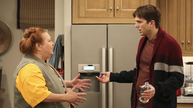 Walden (Ashton Kutcher, r.) wird auch von der praktischen und handfesten Bert...