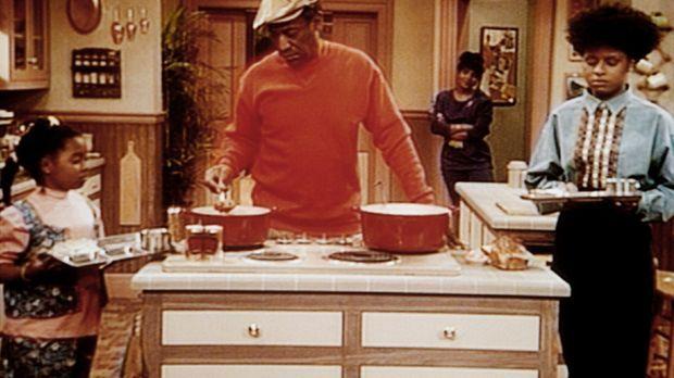 Cliff (Bill Cosby, 2.v.l.) und Clair (Phylicia Rashad) haben ihre Töchter zur...