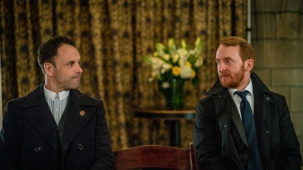 Als auf Morland Holmes ein Anschlag verübt wird, glaubt Sherlock (Jonny Lee M...