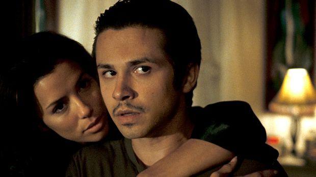 Mike (Freddy Rodriguez, r.) wird von Freundin Sylvia (Eva Longoria, l.) bedrä...