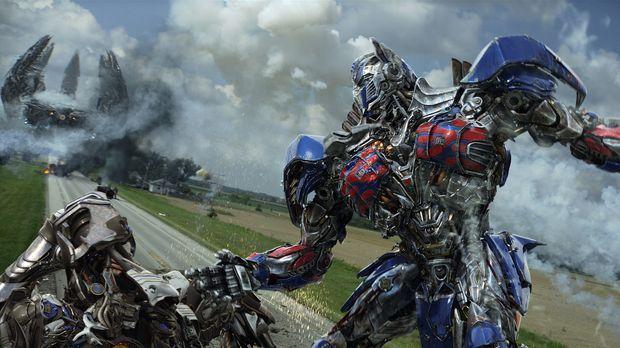 Verfolgt von der CIA und den feindlichen Decepticons muss Optimus Prime, Anfü...