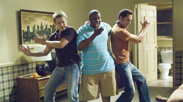 Ben (Zachary Levi, r.), Joel (Fran Kranz, l.) und Wyatt (Kenan Thompson, M.)...