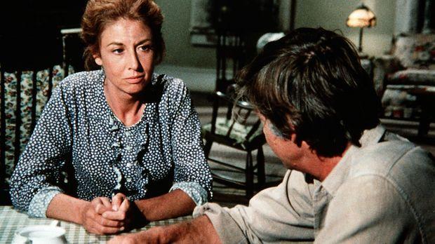 Olivia Walton (Michael Learned, l.) ist entsetzt. Man verdächtigt ihren Mann...