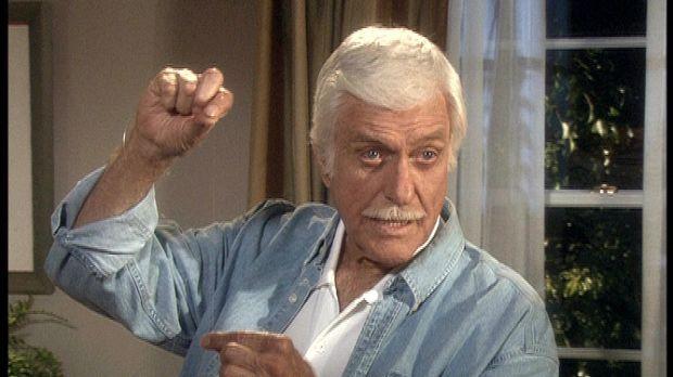 Mark (Dick Van Dyke) und sein Team haben einen Mordfall aufzuklären, der währ...