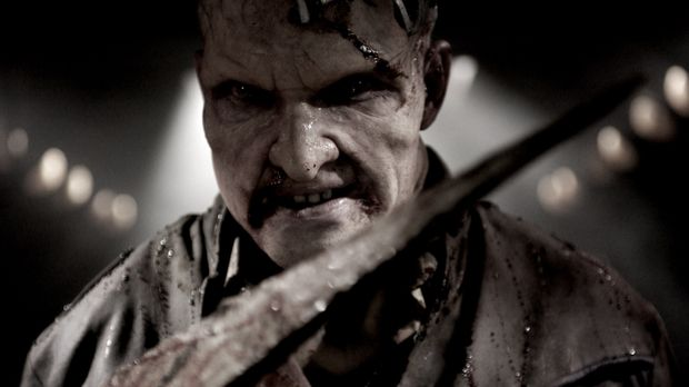 Selbst ein halber Mutant, muss Mitch Hunter (Thomas Jane) mit seinem verwande...