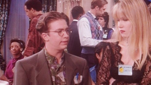 Bud (David Faustino, l.) findet heraus, warum Kelly (Christina Applegate, r.)...