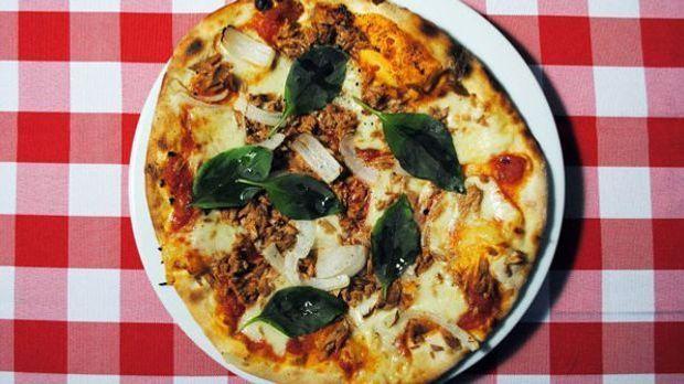 Thunfisch, Tomaten und Mozzarella vereinen sich mit Ciabatta zu einem leckere...