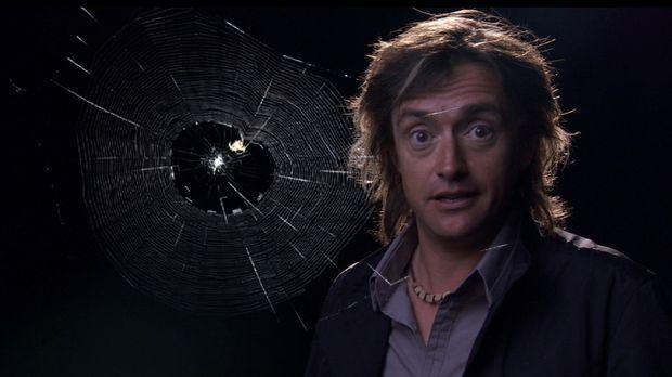 Richard Hammond zeigt die Geheimnisse winziger Spinnenfäden ... © BBC 2010
