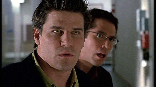 Angel (David Boreanaz, l.) und Wesley (Alexis Denisof, r.) sind verblüfft übe...