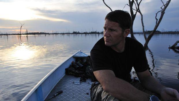 In Südamerika verbringt Steve Backshall viel Zeit auf dem Wasser, um Zitteraa...