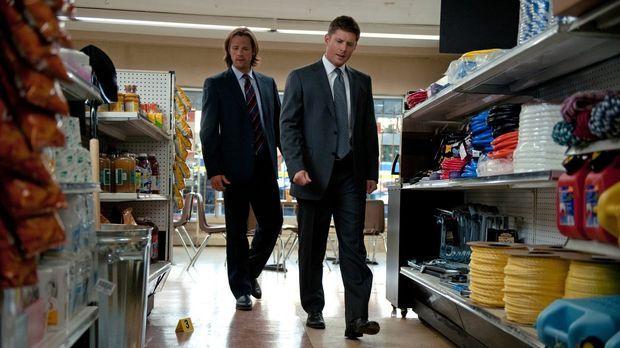 Die Vergangenheit steht immer noch zwischen Dean (Jensen Ackles, r.) und Sam...