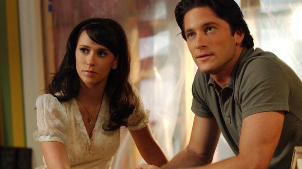 Jims (David Conrad, r.) verstorbener Bruder nutzt Melindas (Jennifer Love Hew...