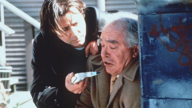 Harry (Judd Nelson, l.) nimmt sich einen Stadtstreicher vor, der zu den 20 Me...