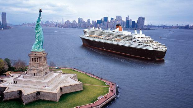 Sie ist dreimal so groß wie die Titanic, 345 Meter lang und 72 Meter hoch. Si...