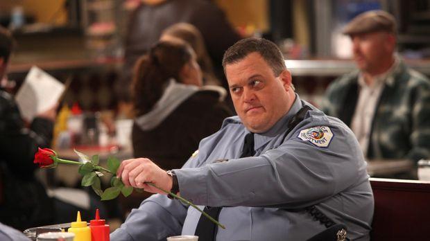 Der erste Valentinstag steht an und Mike (Billy Gardell) möchte mit Molly ein...