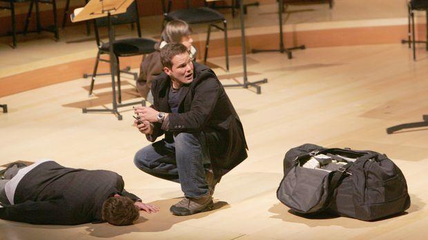 Colby (Dylan Bruno, M.) versucht eine Kindesentführung aufzuklären ... © Para...
