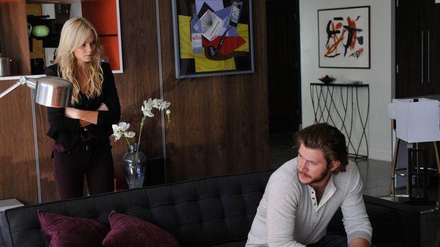 Können Elena (Laura Vandervoort, l.) und Clay (Greyston Holt, r.) den Krieg e...