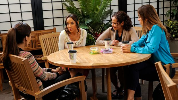 Lassen sich über ihre Arbeitgeber aus: Marisol (Ana Ortiz, r.), Rosie (Dania...