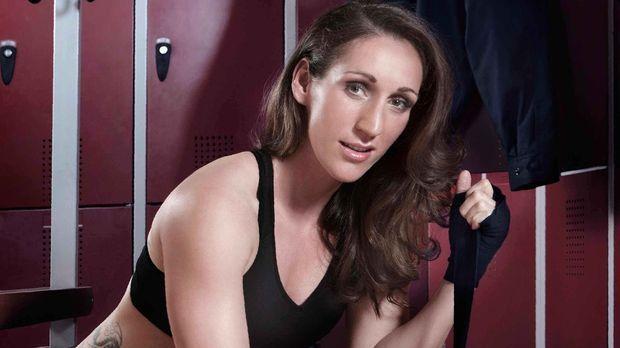 Kickbox-Weltmeisterin Julia Irmen steigt wieder in den Ring, um ihren WM-Tite...