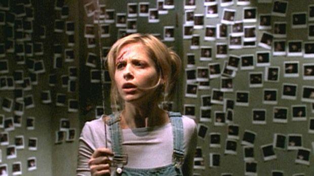 Buffy (Sarah Michelle Gellar) wurde all ihrer Kraft beraubt und muss sich nun...