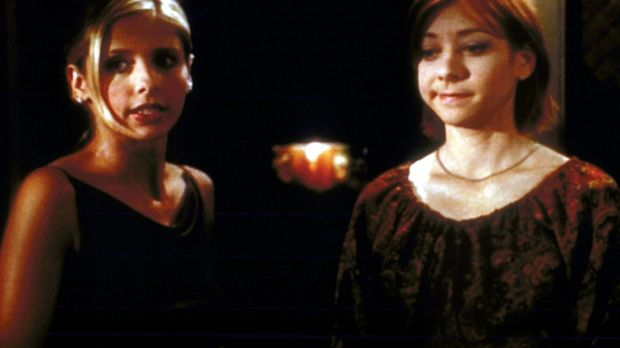 Buffy (Sarah Michelle Gellar, l.) gelingt es nicht, Willow (Alyson Hannigan,...