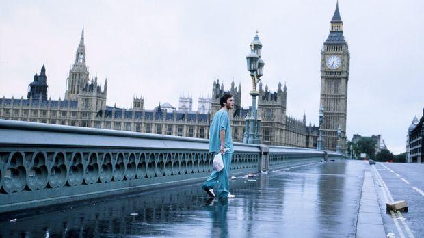 Vollkommen verwirrt sucht Jim (Cillian Murphy) auf den leeren Straßen von Lon...