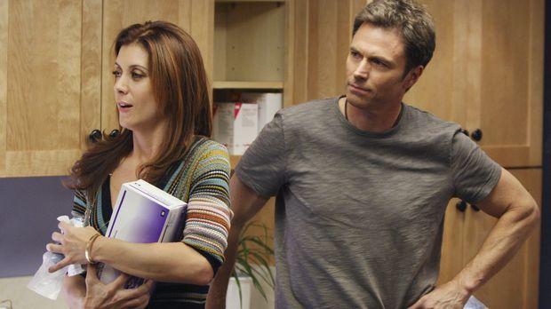 Pete (Tim Daly, r.) geht zu Addison (Kate Walsh, l.), um über den Kuss zu spr...
