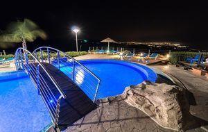 Pool mit Brücke