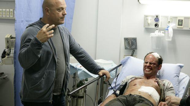 Nachdem sein Kollege Vendrell (Walton Goggins, r.) krankenhausreif geschlagen...