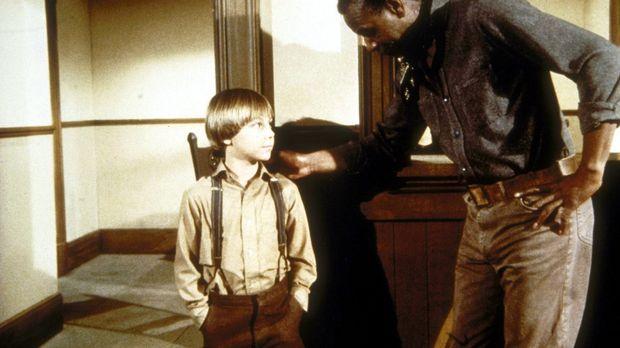 Joe Kagan (Moses Gunn, r.) bedankt sich bei Timothy (Keith Mitchell, l.). © W...