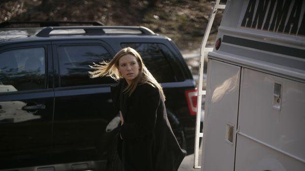 Olivia (Anna Torv) ist auf der Suche nach Charlie, doch dieser ist im Wald ve...