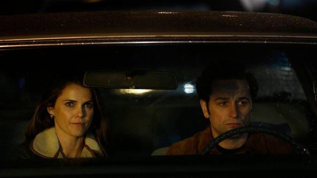 Noch arbeiten Phillip (Matthew Rhys, r.) und Elizabeth (Keri Russell, l.) als...