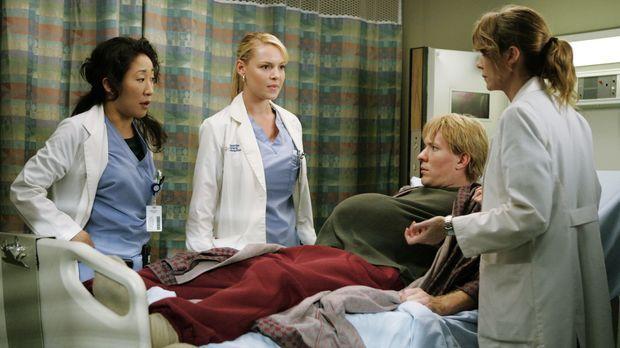 Meredith (Ellen Pompeo, r.), Cristina (Sandra Oh, l.) und Izzie (Katherine He...