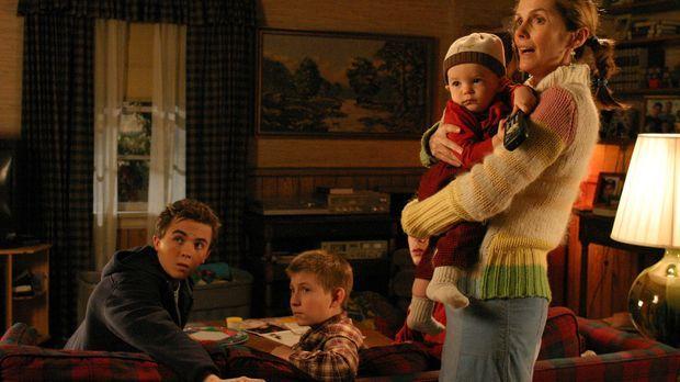 Als Malcolm (Frankie Muniz, l.) mit Dewey (Eric Per Sullivan, 2.v.l.) und Pol...