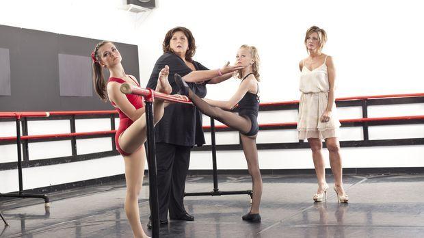 Während Paige (2.v.r.) wegen eines gebrochenen Fußes ausfällt, will Abby (2.v...