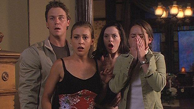 Zum ersten Mal stehen Leo (Brian Krause, l.), Phoebe (Alyssa Milano, 2.v.l.),...