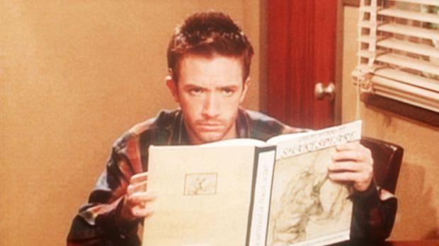 Bud (David Faustino) hat sich zum Büffeln für sein Examen in die Unibibliothe...