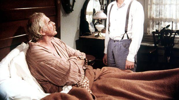John-Boy (Richard Thomas, r.) macht sich große Sorgen um seinen Großvater Sam...